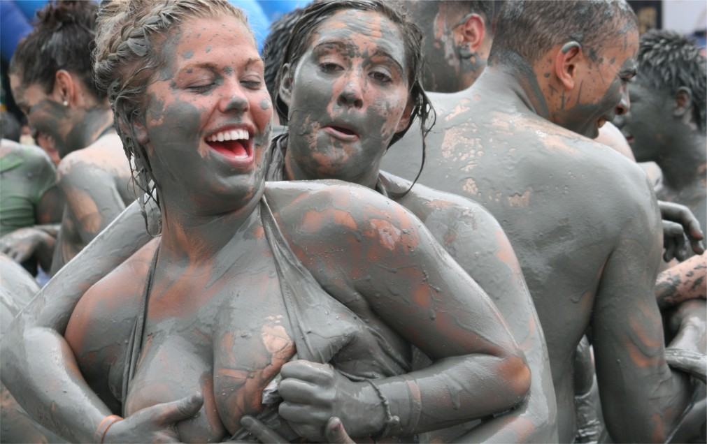 Фестиваль грязи в Порёне http://travelcalendar.ru/wp-content/uploads/2015/10/Festival-gryazi-v-Poryon_glav2.jpg