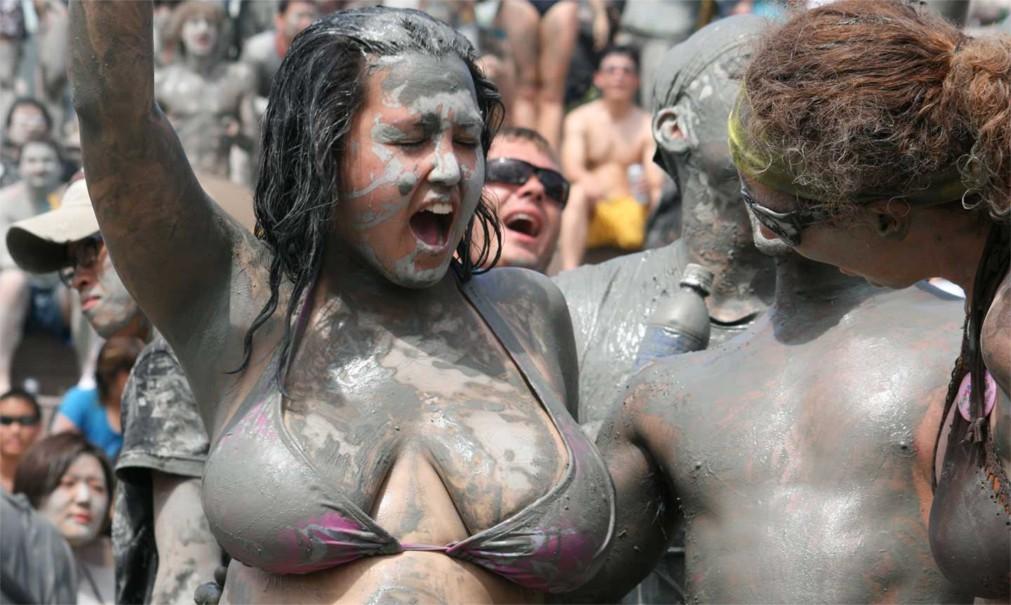 Фестиваль грязи в Порёне http://travelcalendar.ru/wp-content/uploads/2015/10/Festival-gryazi-v-Poryon_glav5.jpg