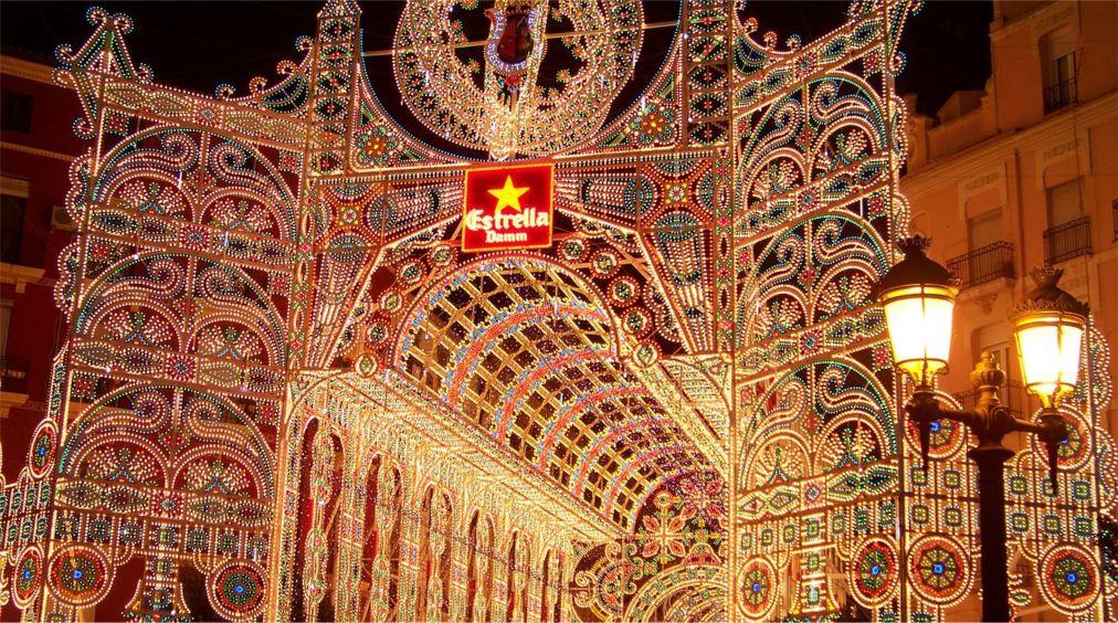 Фестиваль огня Лас Фальяс в Валенсии http://travelcalendar.ru/wp-content/uploads/2015/10/Festival-ognya-Las-Falyans-v-Valensii_glav1.jpg