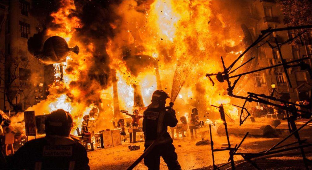 Фестиваль огня Лас Фальяс в Валенсии http://travelcalendar.ru/wp-content/uploads/2015/10/Festival-ognya-Las-Falyans-v-Valensii_glav2.jpg