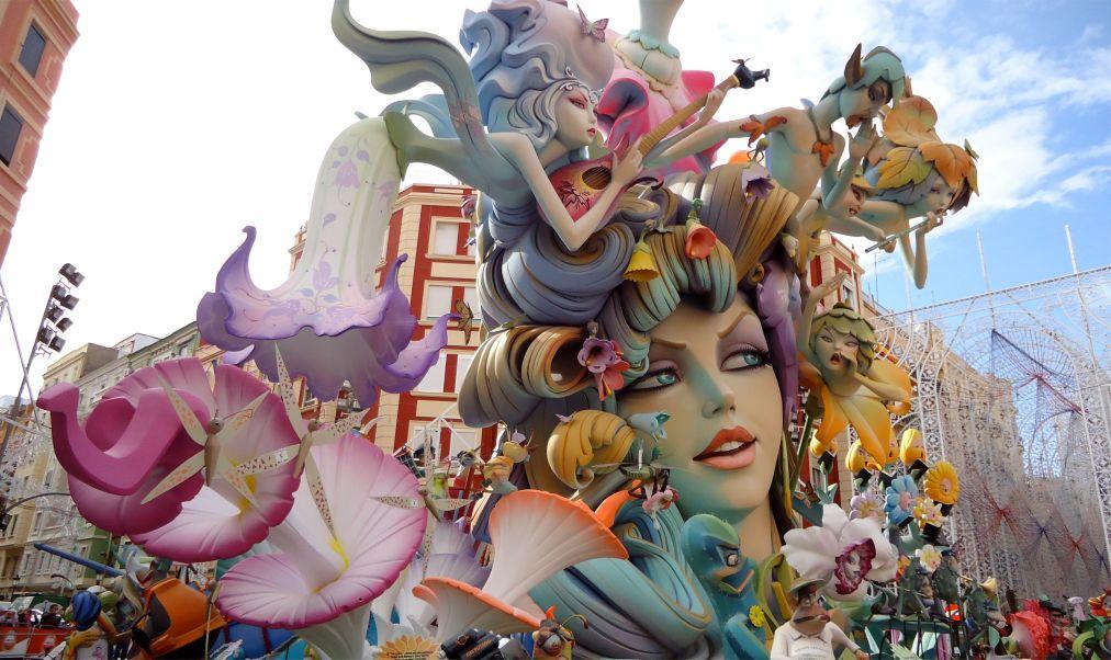 Фестиваль огня Лас Фальяс в Валенсии http://travelcalendar.ru/wp-content/uploads/2015/10/Festival-ognya-Las-Falyans-v-Valensii_glav3.jpg