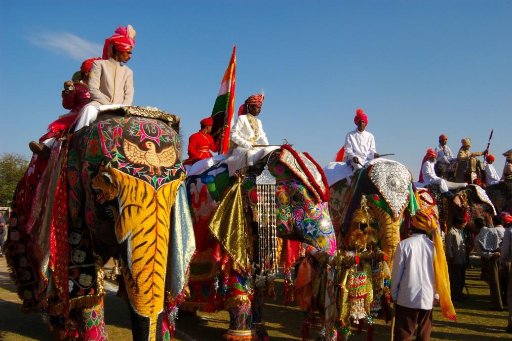 Фестиваль пустыни в Джайсалмере http://travelcalendar.ru/wp-content/uploads/2015/10/Festival-pustyni-v-Dzhajsalmere_glav2.jpg