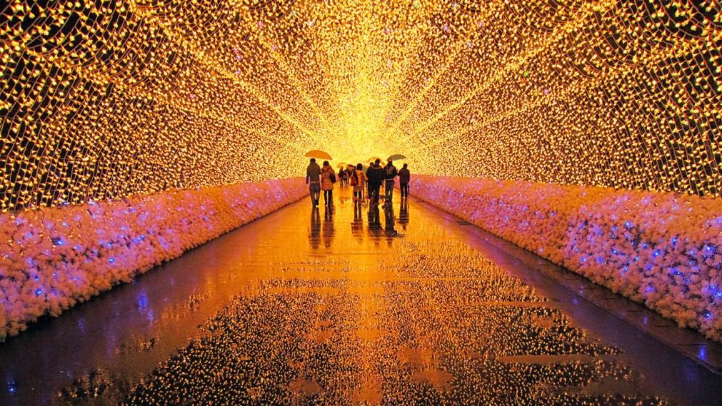 Фестиваль зимних огней в Кувана http://travelcalendar.ru/wp-content/uploads/2015/10/Festival-zimnih-ognej-v-Kuvana_glav4.jpg