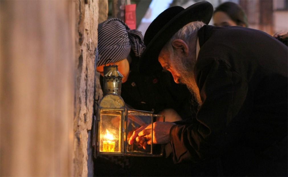 Ханука в Иерусалиме http://travelcalendar.ru/wp-content/uploads/2015/10/Hanuka-v-Erusalime_glav2.jpg