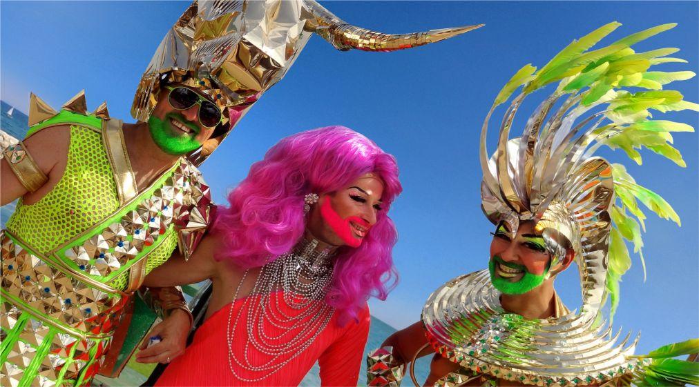 Карнавал в Барселоне http://travelcalendar.ru/wp-content/uploads/2015/10/Karnaval-v-Barselone_glav4.jpg