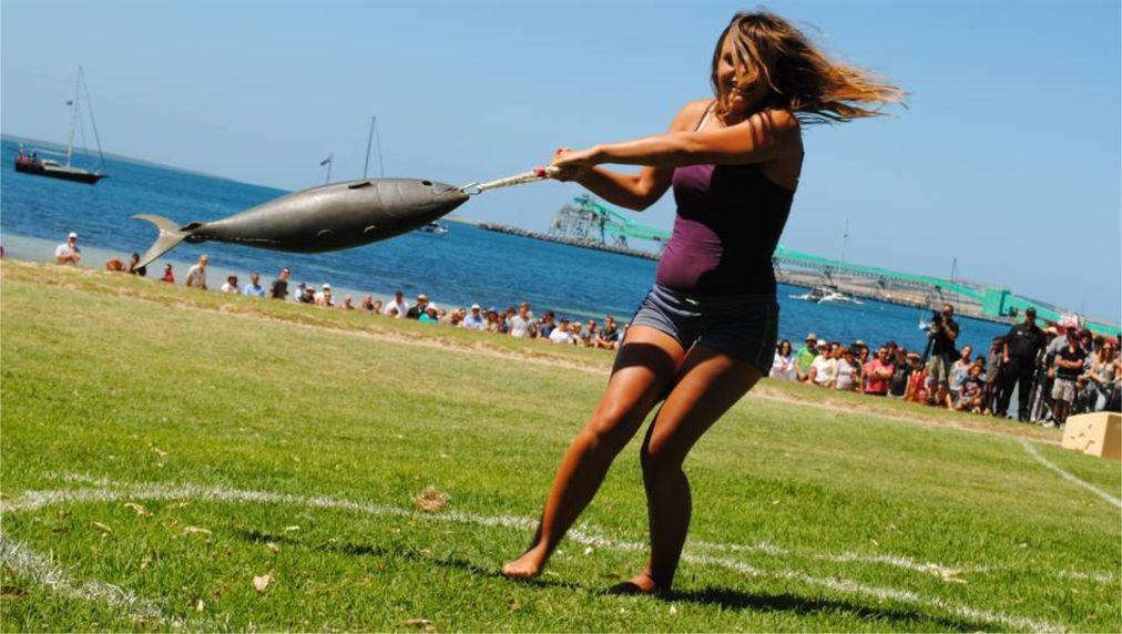 Международный чемпионат «Тунарама» в Порт-Линкольне http://travelcalendar.ru/wp-content/uploads/2015/10/Mezhdunarodnyj-chempionat-po-metaniyu-tuntsa-Tunarama-v-Port-Linkolne_glav2.jpg
