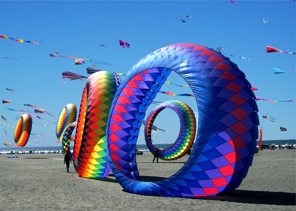 Международный фестиваль воздушных змеев в Ахмедабаде http://travelcalendar.ru/wp-content/uploads/2015/10/Mezhdunarodnyj-festival-vozdushnyh-zmeev-v-Ahmedabade_glav1.jpg