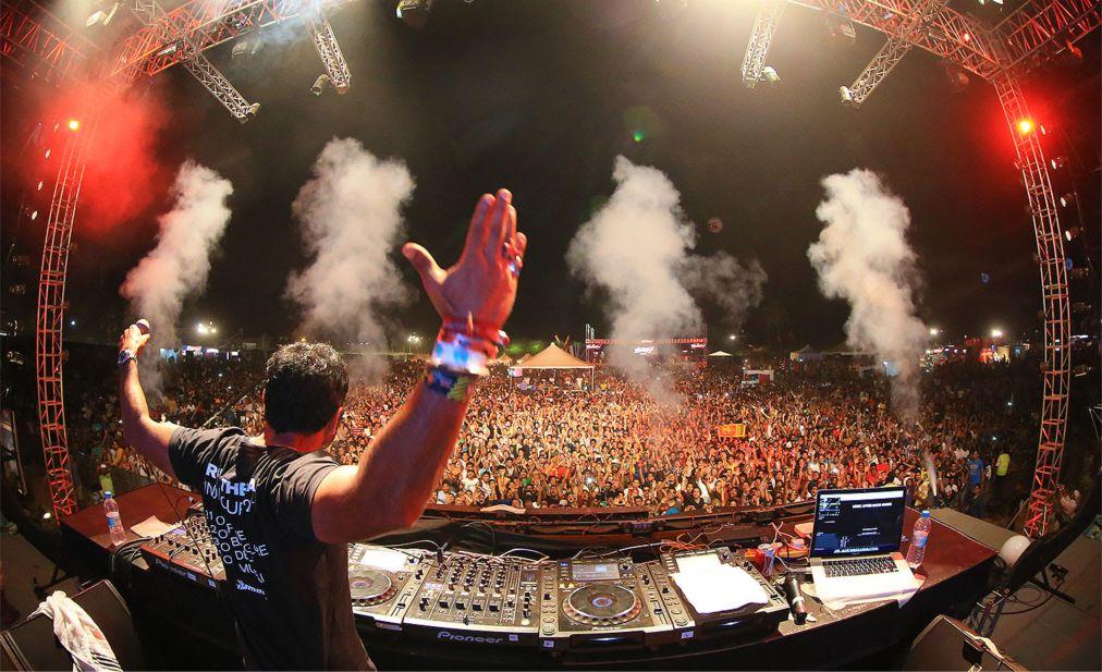 Фестиваль электронной музыки «Supersonic VH1» в Пуне http://travelcalendar.ru/wp-content/uploads/2015/10/Muzykalnyj-festival-Supersonic-VH1-v-Goa_glav3.jpg