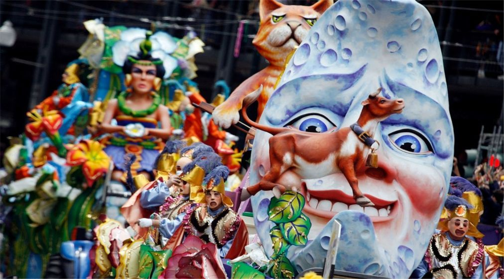 Патрский карнавал http://travelcalendar.ru/wp-content/uploads/2015/10/Patrskij-karnaval_glav2.jpg