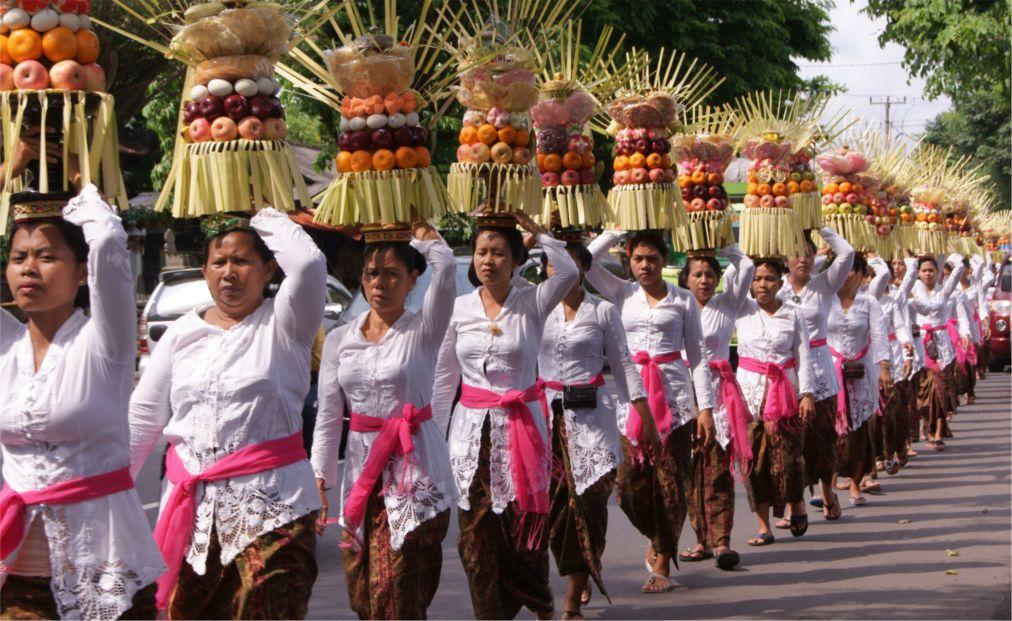 Праздник Галунган на Бали http://travelcalendar.ru/wp-content/uploads/2015/10/Prazdnik-Galungan-na-Bali_glav3.jpg