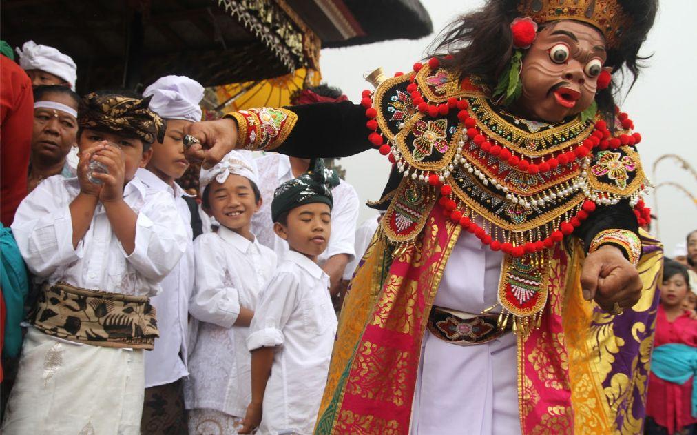 Праздник Галунган на Бали http://travelcalendar.ru/wp-content/uploads/2015/10/Prazdnik-Galungan-na-Bali_glav4.jpg