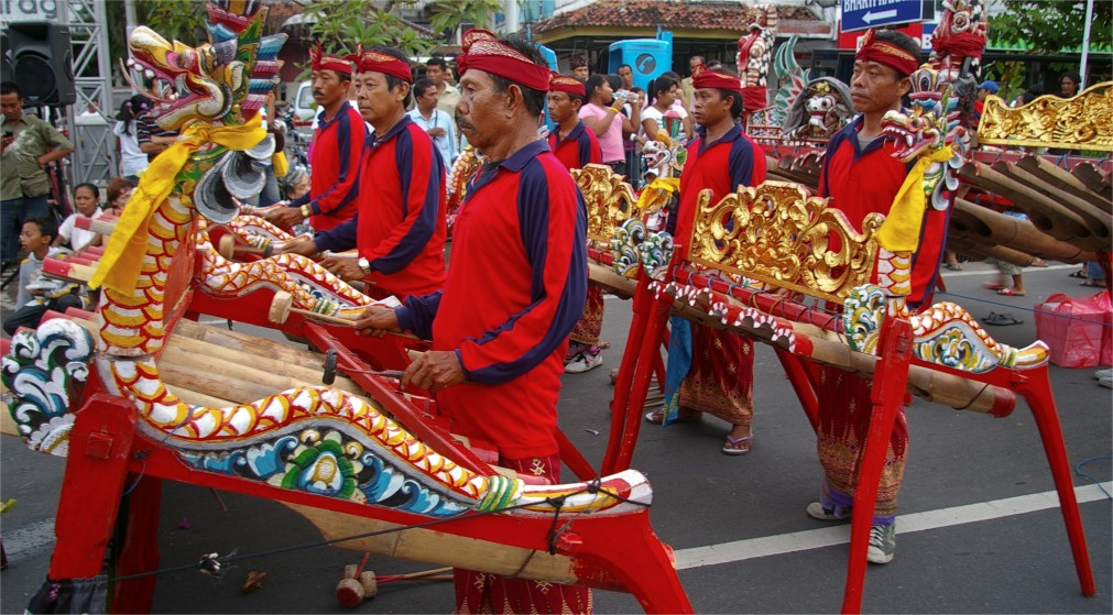 Праздник Пагервеси на Бали http://travelcalendar.ru/wp-content/uploads/2015/10/Prazdnik-Pagervesi-na-Bali_glav1.jpg