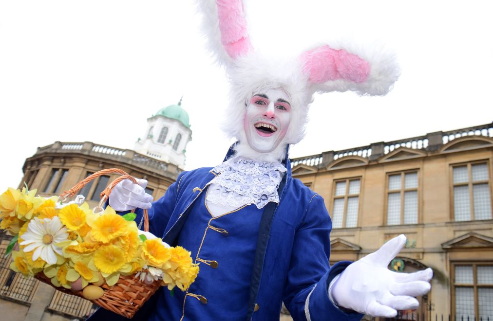 Празднование 150-летнего юбилея «Алисы в стране чудес» в Лондоне http://travelcalendar.ru/wp-content/uploads/2015/10/Prazdnovanie-150-letnego-yubileya-Alisy-v-strane-chudes-v-Anglii_glav5.jpg