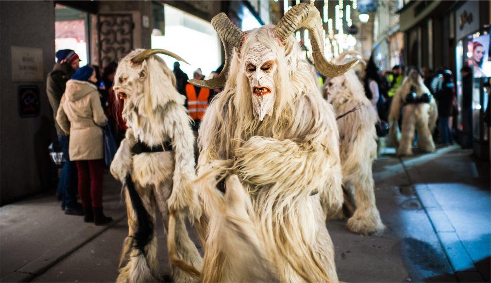 Альпийский карнавал Перчтен в Зальцбурге http://travelcalendar.ru/wp-content/uploads/2015/11/Alpijskij-karnaval-Perchten-v-Zaltsburge_glav1.jpg
