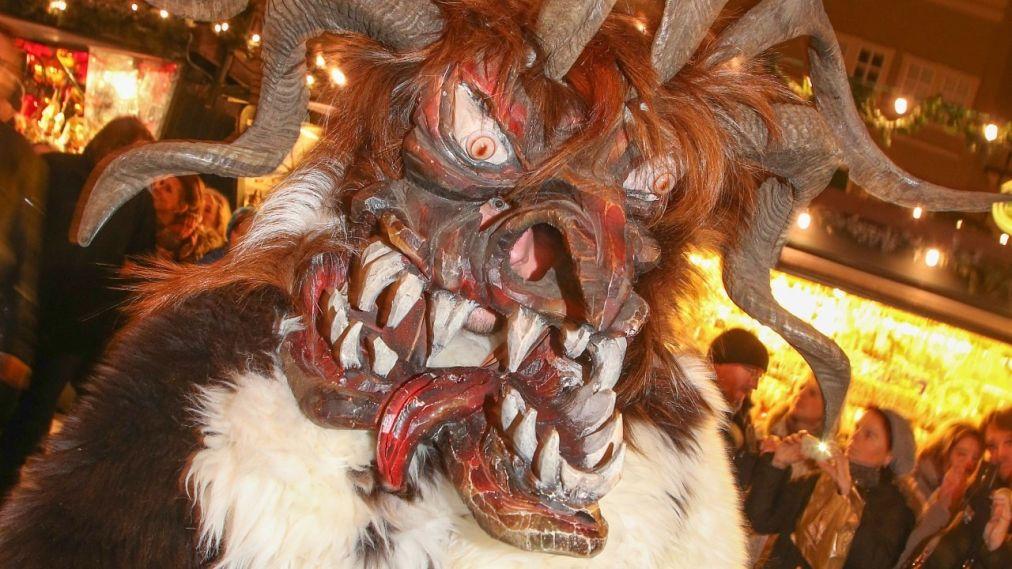 Альпийский карнавал Перчтен в Зальцбурге http://travelcalendar.ru/wp-content/uploads/2015/11/Alpijskij-karnaval-Perchten-v-Zaltsburge_glav5.jpg