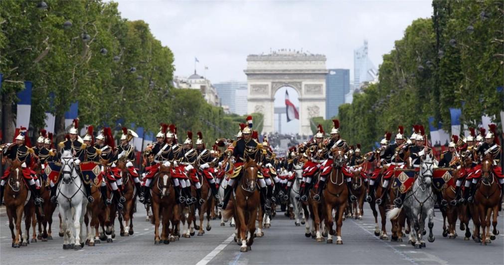 День взятия Бастилии в Париже http://travelcalendar.ru/wp-content/uploads/2015/11/Den-vzyatiya-Bastilii-v-Parizhe_glav2.jpg