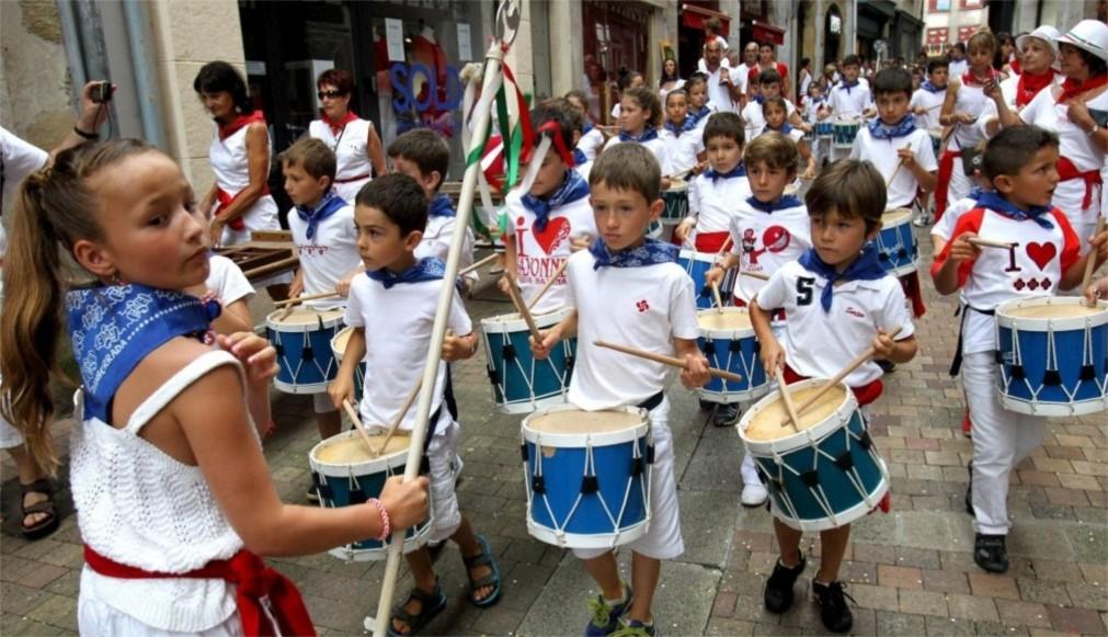 Фестиваль «Тамборрада» в Сан-Себастьяне http://travelcalendar.ru/wp-content/uploads/2015/11/Festival-Tamborrada-v-San-Sebastyane_glavn3.jpg