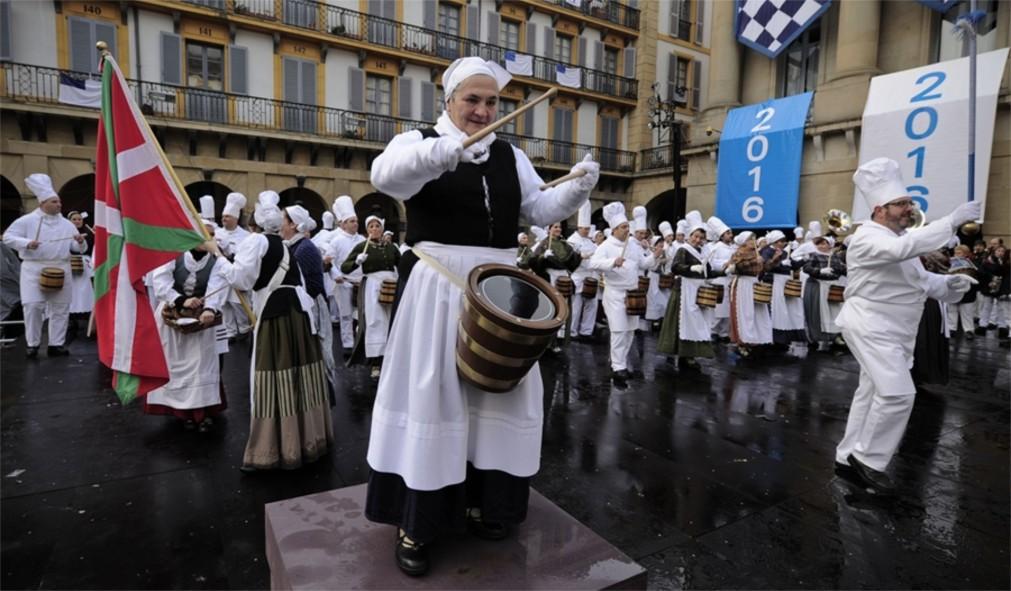 Фестиваль «Тамборрада» в Сан-Себастьяне http://travelcalendar.ru/wp-content/uploads/2015/11/Festival-Tamborrada-v-San-Sebastyane_glavn4.jpg
