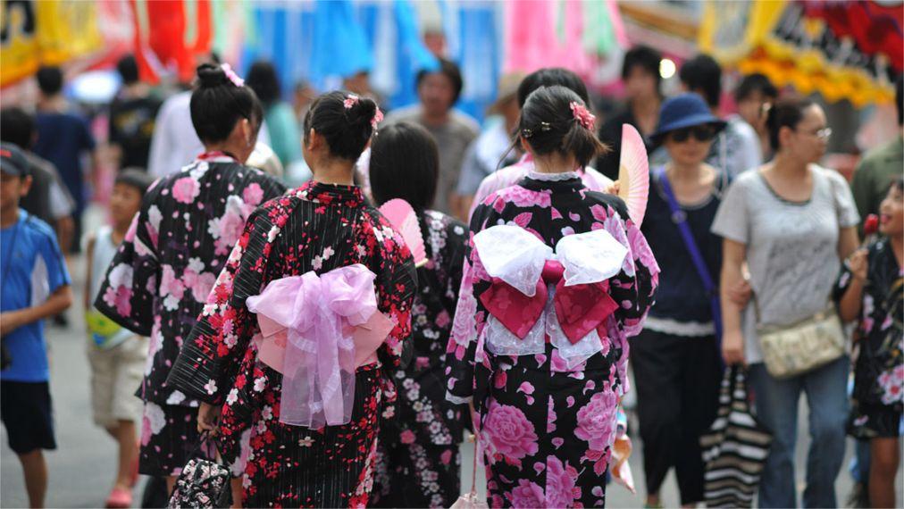 Фестиваль Танабата в Японии http://travelcalendar.ru/wp-content/uploads/2015/11/Festival-Tanabata-v-YAponii_glav2.jpg