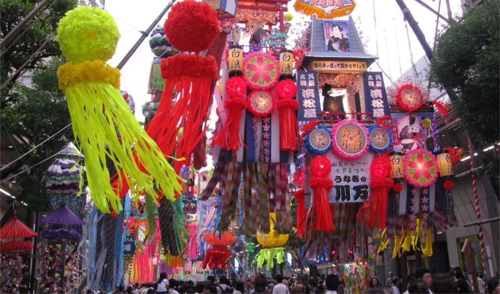 Фестиваль Танабата в Японии http://travelcalendar.ru/wp-content/uploads/2015/11/Festival-Tanabata-v-YAponii_glav3.jpg