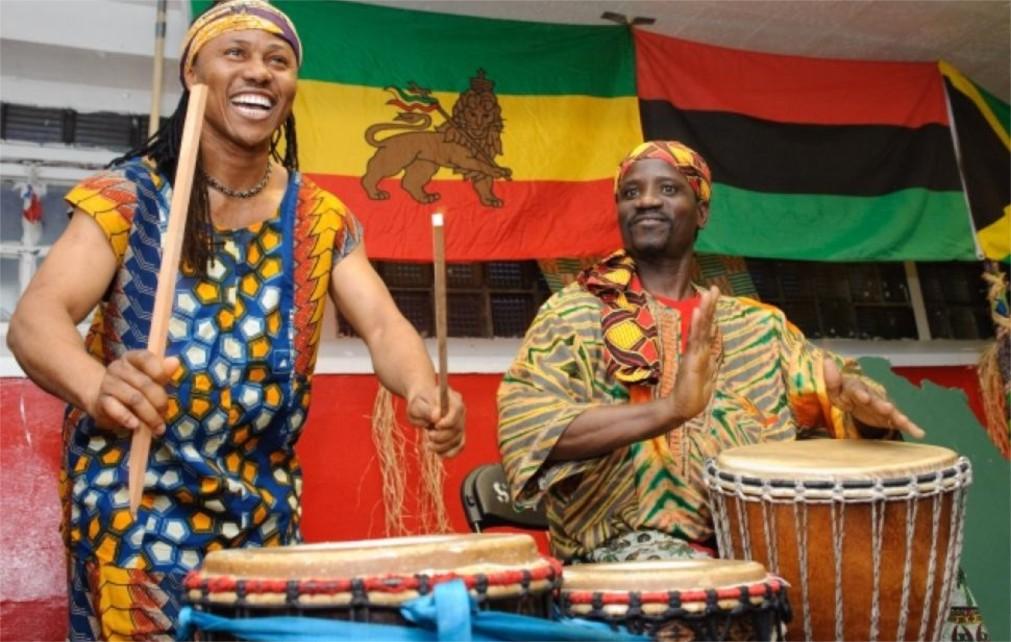 Фестиваль африканской культуры Кванза в США http://travelcalendar.ru/wp-content/uploads/2015/11/Festival-afrikanskoj-kultury-Kvanza-v-SSHA_glav5.jpg