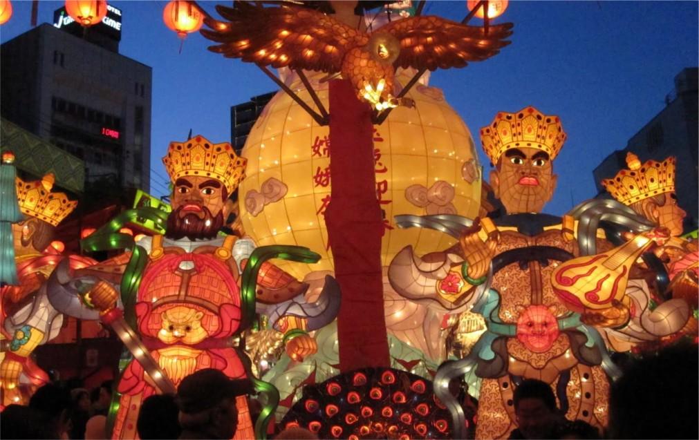 Фестиваль фонарей в Нагасаки http://travelcalendar.ru/wp-content/uploads/2015/11/Festival-fonarej-v-Nagasaki_glavn3.jpg