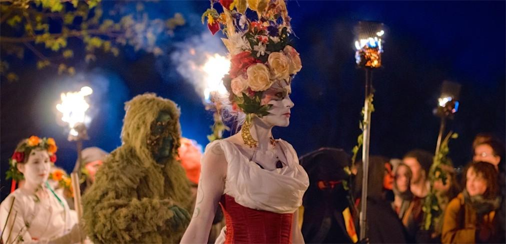 Фестиваль огня Белтейн в Эдинбурге http://travelcalendar.ru/wp-content/uploads/2015/11/Festival-ognya-Beltejn-v-Edinburge_glav4.jpg
