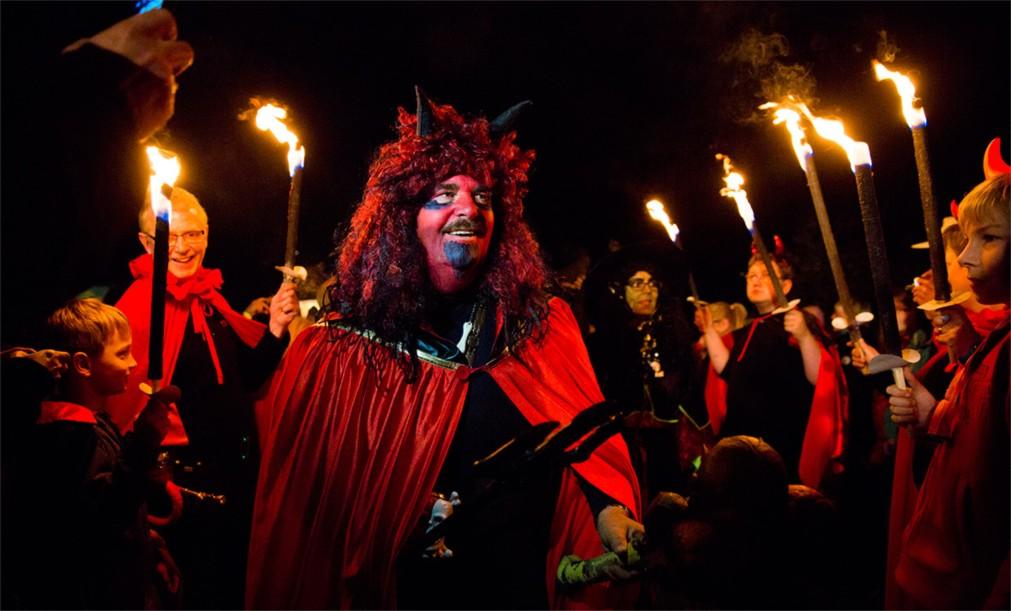 Фестиваль огня Белтейн в Эдинбурге http://travelcalendar.ru/wp-content/uploads/2015/11/Festival-ognya-Beltejn-v-Edinburge_glav5.jpg