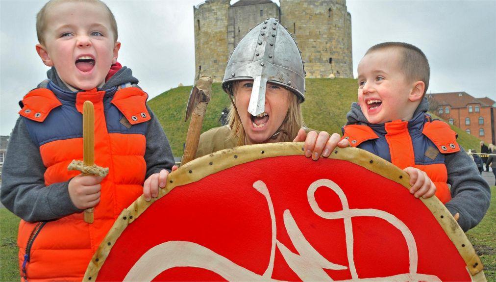 Фестиваль викингов в Йорке http://travelcalendar.ru/wp-content/uploads/2015/11/Festival-vikingov-v-Jorke_glav2.jpg