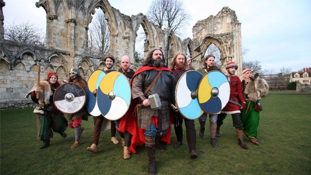 Фестиваль викингов в Йорке http://travelcalendar.ru/wp-content/uploads/2015/11/Festival-vikingov-v-Jorke_glav5.jpg