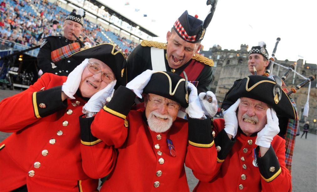 Международный Королевский фестиваль военных оркестров в Эдинбурге http://travelcalendar.ru/wp-content/uploads/2015/11/Mezhdunarodnyj-Korolevskij-festival-voennyh-orkestrov-v-Edinburge_glav1.jpg