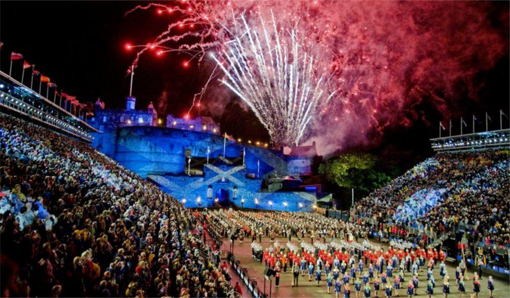 Международный Королевский фестиваль военных оркестров в Эдинбурге http://travelcalendar.ru/wp-content/uploads/2015/11/Mezhdunarodnyj-Korolevskij-festival-voennyh-orkestrov-v-Edinburge_glav2.jpg