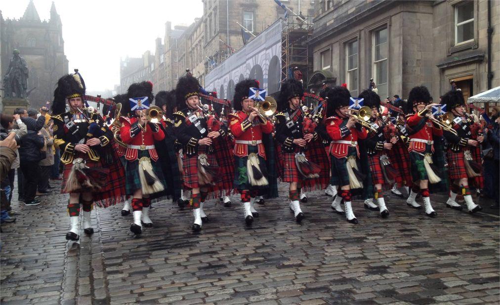 Международный Королевский фестиваль военных оркестров в Эдинбурге http://travelcalendar.ru/wp-content/uploads/2015/11/Mezhdunarodnyj-Korolevskij-festival-voennyh-orkestrov-v-Edinburge_glav3.jpg