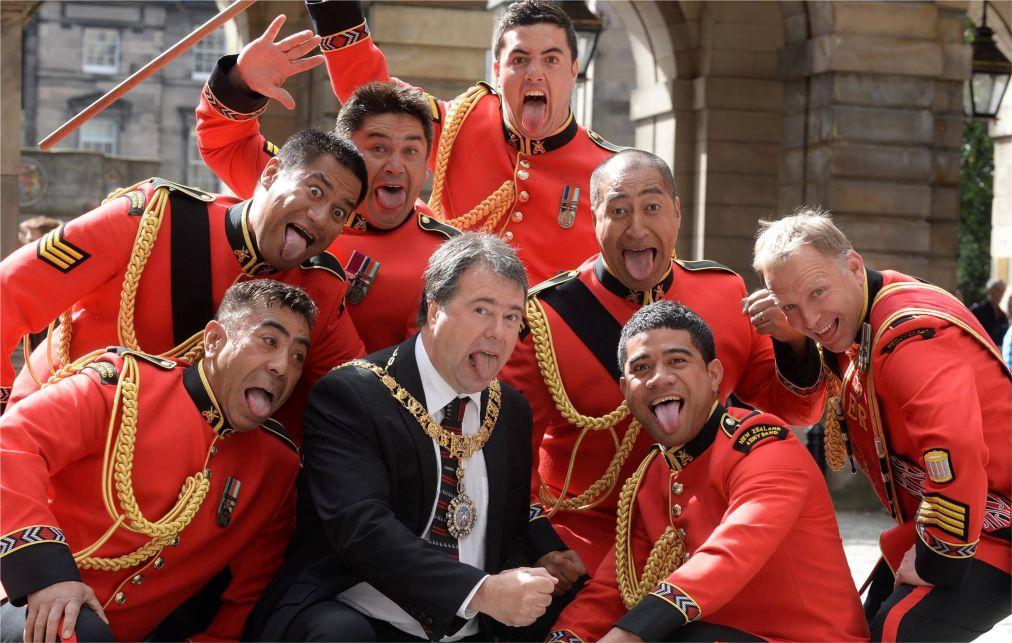 Международный Королевский фестиваль военных оркестров в Эдинбурге http://travelcalendar.ru/wp-content/uploads/2015/11/Mezhdunarodnyj-Korolevskij-festival-voennyh-orkestrov-v-Edinburge_glav4.jpg