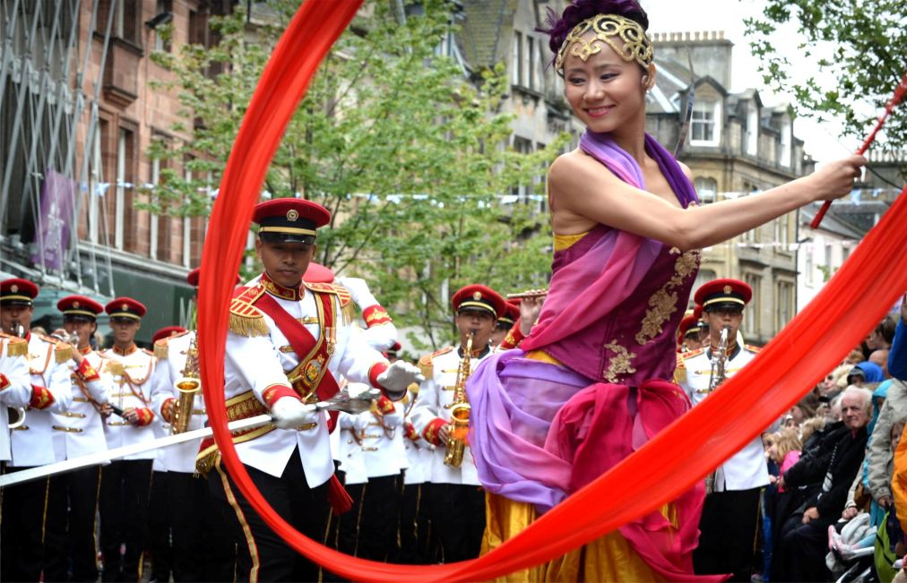 Международный Королевский фестиваль военных оркестров в Эдинбурге http://travelcalendar.ru/wp-content/uploads/2015/11/Mezhdunarodnyj-Korolevskij-festival-voennyh-orkestrov-v-Edinburge_glav7.jpg