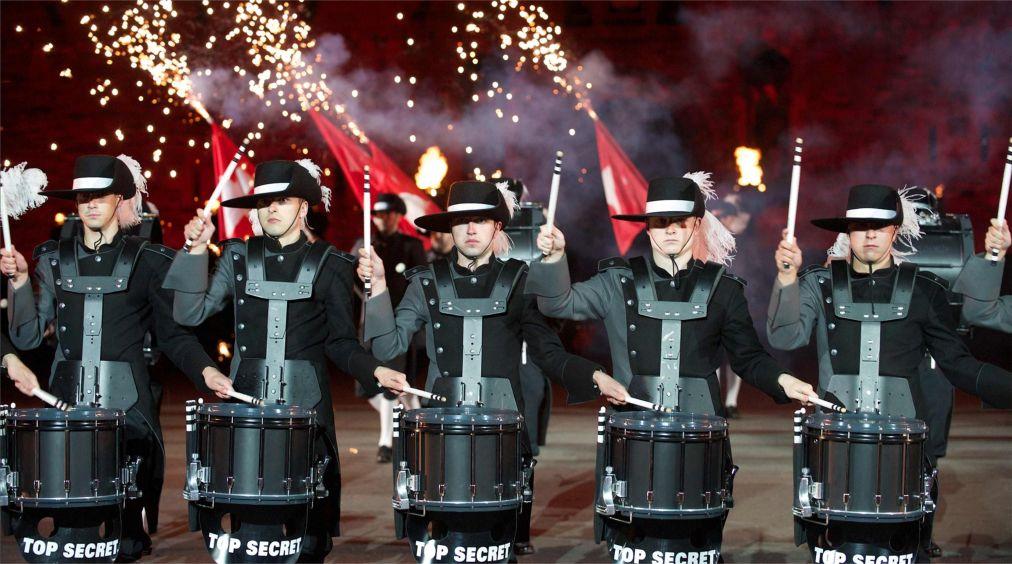 Международный Королевский фестиваль военных оркестров в Эдинбурге http://travelcalendar.ru/wp-content/uploads/2015/11/Mezhdunarodnyj-Korolevskij-festival-voennyh-orkestrov-v-Edinburge_glav8.jpg