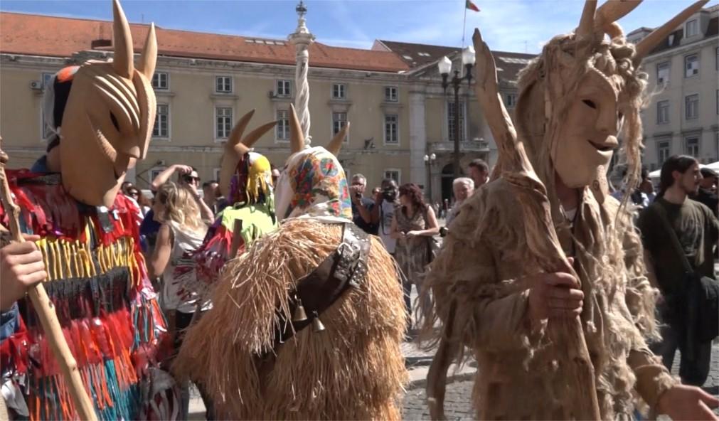 Международный фестиваль иберийских масок в Лиссабоне http://travelcalendar.ru/wp-content/uploads/2015/11/Mezhdunarodnyj-festival-iberijskih-masok-v-Lissabone_glavn3.jpg