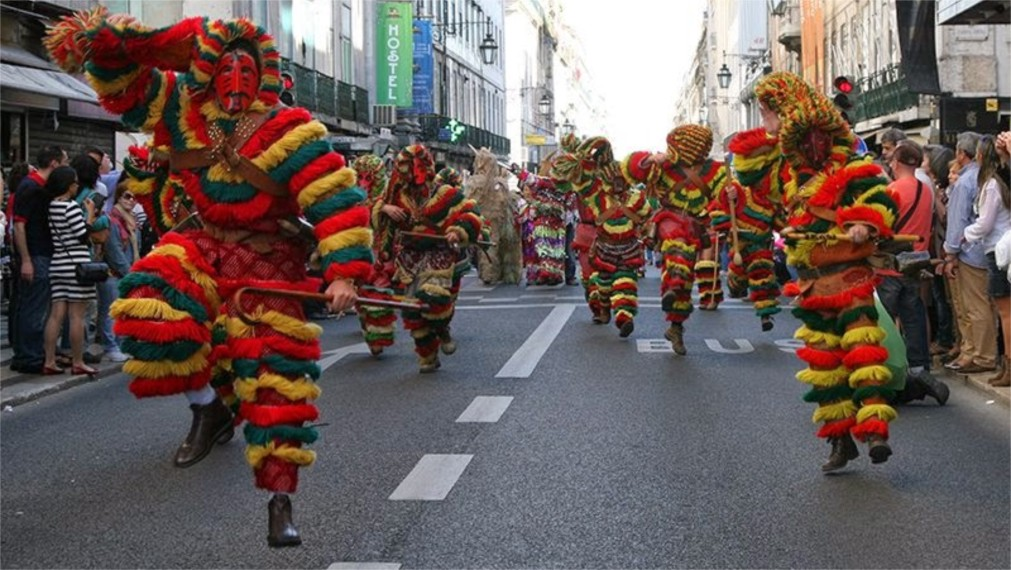 Международный фестиваль иберийских масок в Лиссабоне http://travelcalendar.ru/wp-content/uploads/2015/11/Mezhdunarodnyj-festival-iberijskih-masok-v-Lissabone_glavn4.jpg