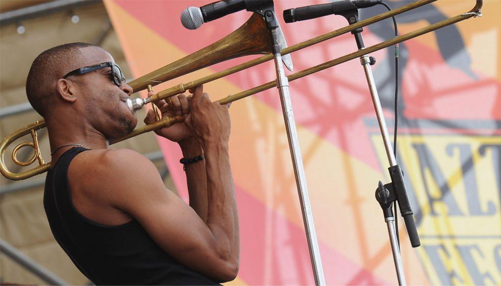 Нью-Орлеанский джазовый фестиваль http://travelcalendar.ru/wp-content/uploads/2015/11/Nyu-Orleanskij-dzhazovyj-festival_glav7.jpg