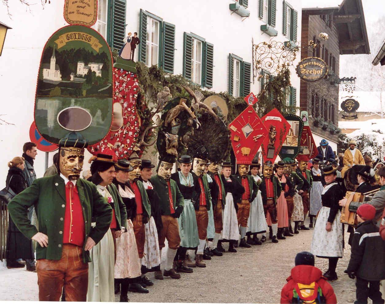 Альпийский карнавал Перчтен в Зальцбурге http://travelcalendar.ru/wp-content/uploads/2015/11/Schonperchten_Umzug.jpg