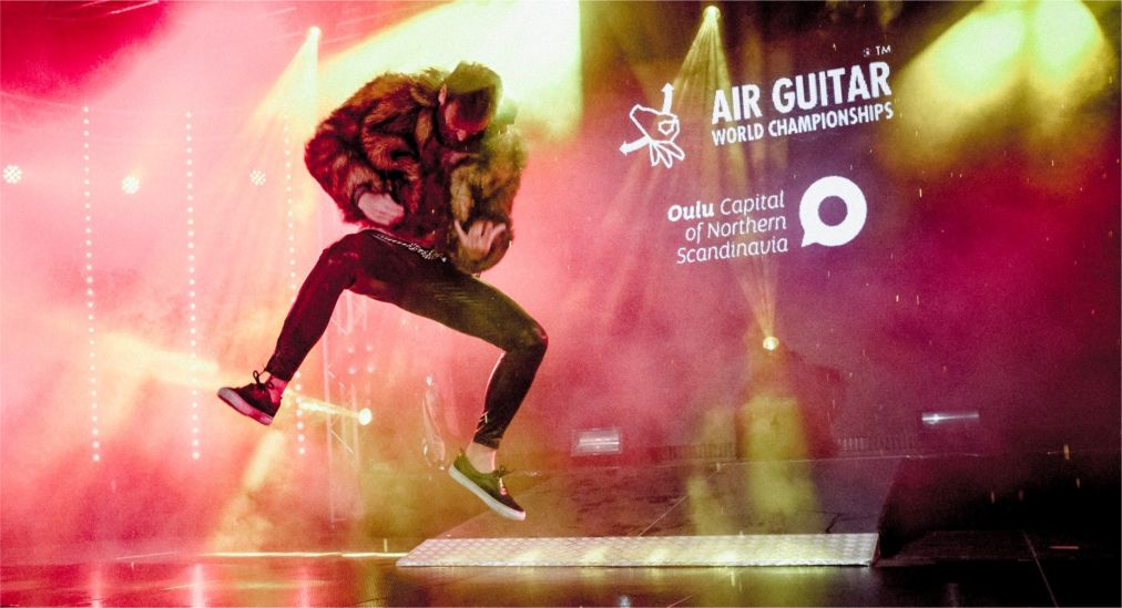 Чемпионат мира по игре на воображаемой гитаре в Оулу http://travelcalendar.ru/wp-content/uploads/2015/12/CHempionat-mira-po-igre-na-voobrazhaemoj-gitare-v-Oulu_glav3.jpg