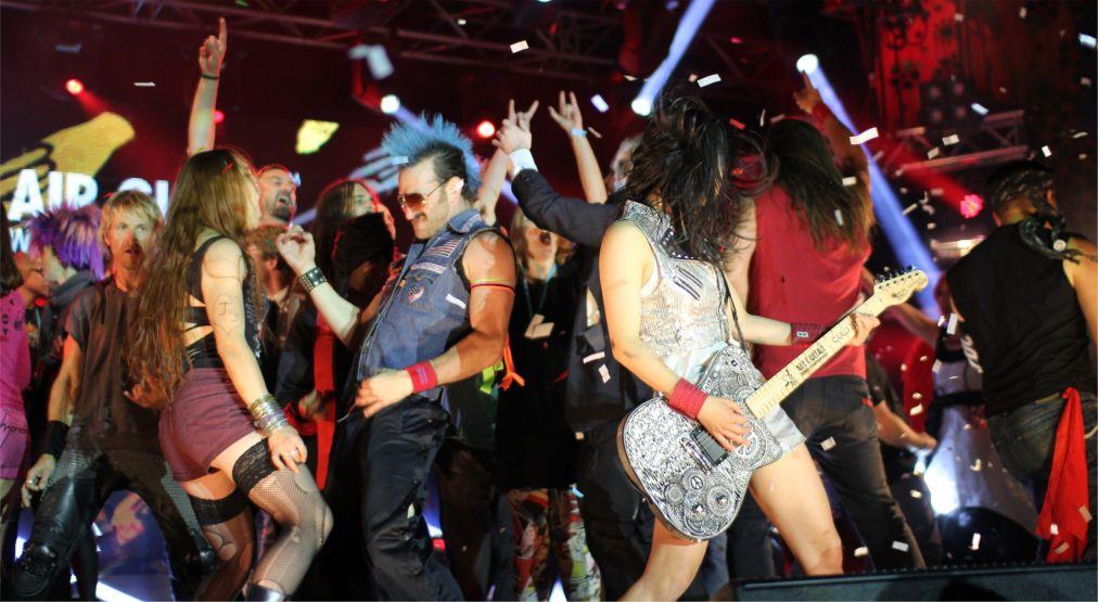 Чемпионат мира по игре на воображаемой гитаре в Оулу http://travelcalendar.ru/wp-content/uploads/2015/12/CHempionat-mira-po-igre-na-voobrazhaemoj-gitare-v-Oulu_glav5.jpg