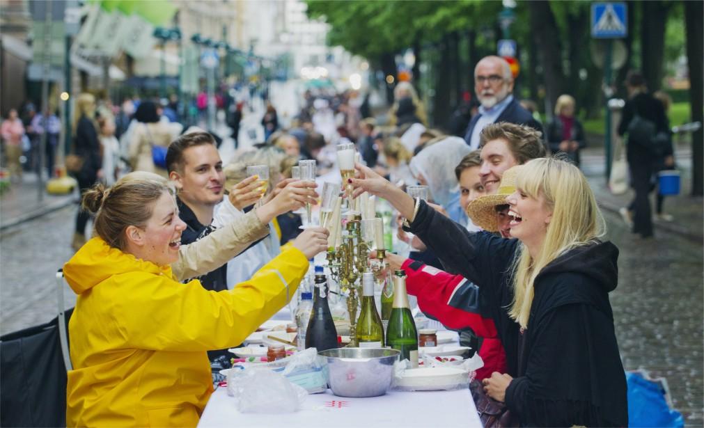 День города в Хельсинки http://travelcalendar.ru/wp-content/uploads/2015/12/Den-goroda-v-Helsinki_logo1.jpg