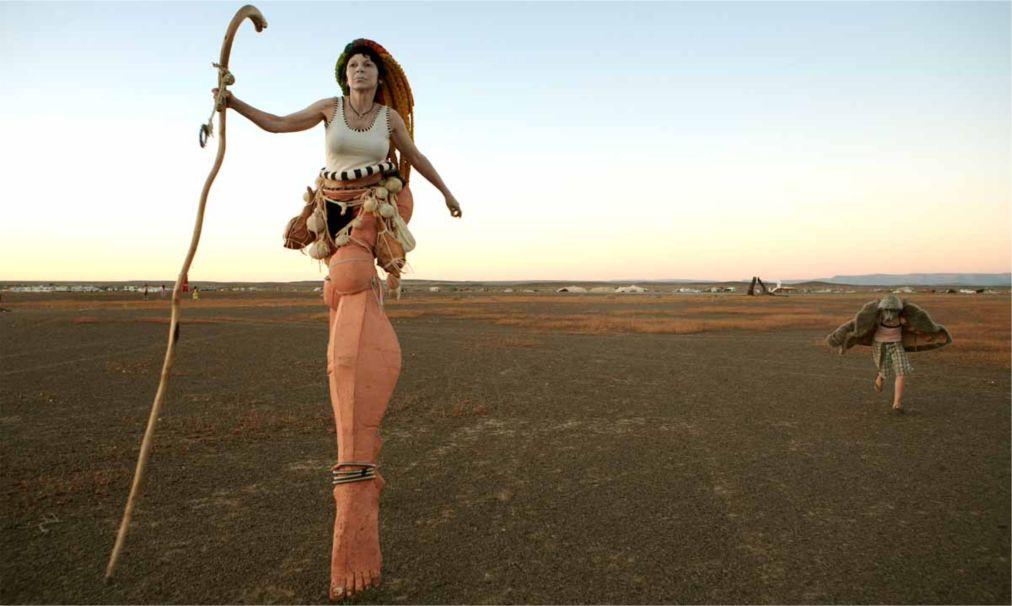 Фестиваль AfrikaBurn в пустыне Кару http://travelcalendar.ru/wp-content/uploads/2015/12/Festival-AfrikaBurn-v-pustyne-Karu_glav3.jpg