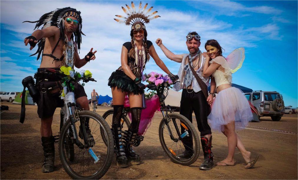 Фестиваль AfrikaBurn в пустыне Кару http://travelcalendar.ru/wp-content/uploads/2015/12/Festival-AfrikaBurn-v-pustyne-Karu_glav4.jpg