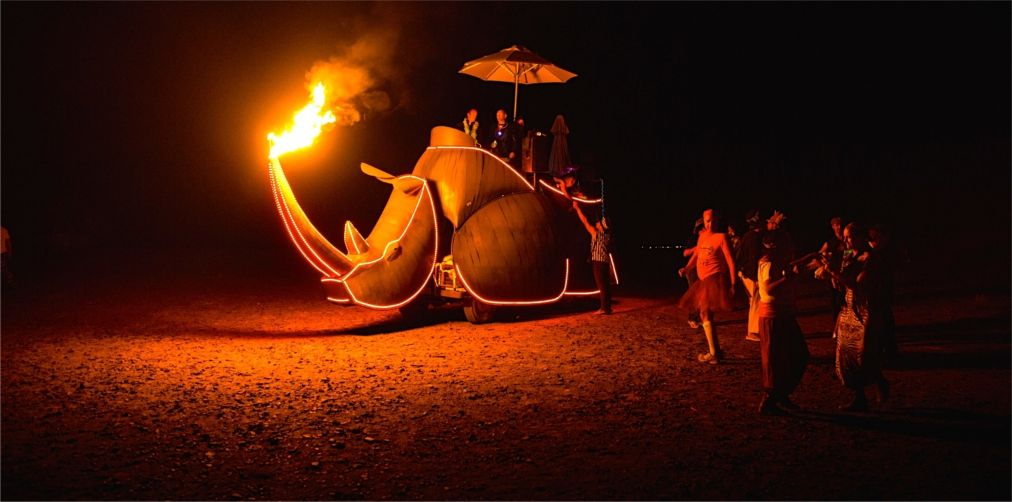 Фестиваль AfrikaBurn в пустыне Кару http://travelcalendar.ru/wp-content/uploads/2015/12/Festival-AfrikaBurn-v-pustyne-Karu_glav5.jpg