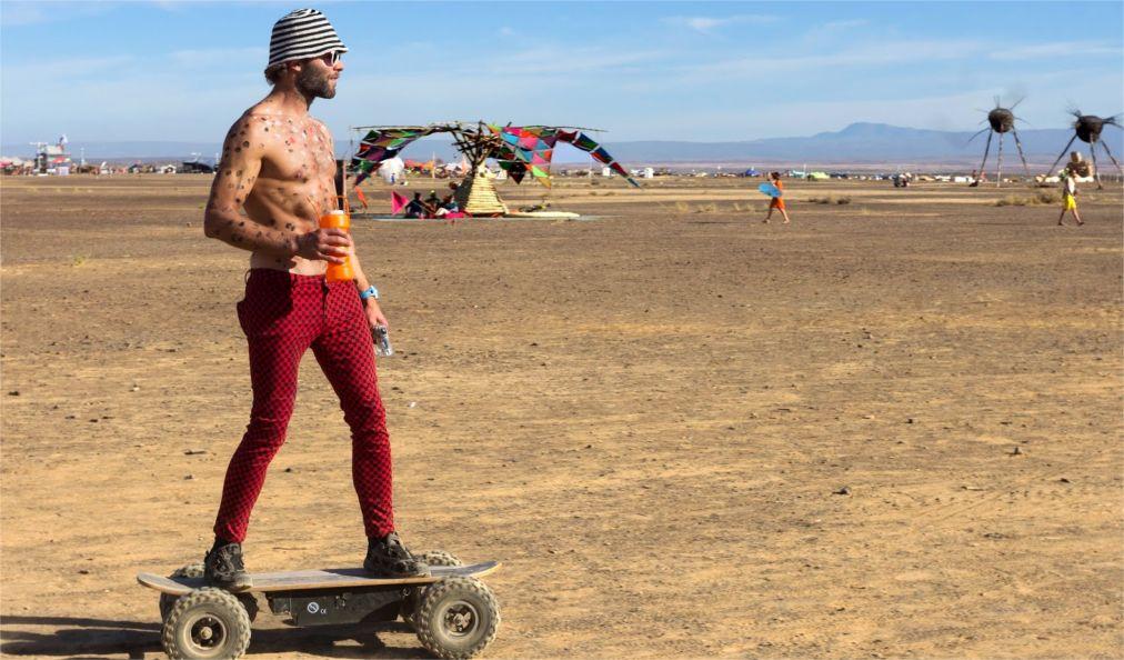 Фестиваль AfrikaBurn в пустыне Кару http://travelcalendar.ru/wp-content/uploads/2015/12/Festival-AfrikaBurn-v-pustyne-Karu_glav7.jpg