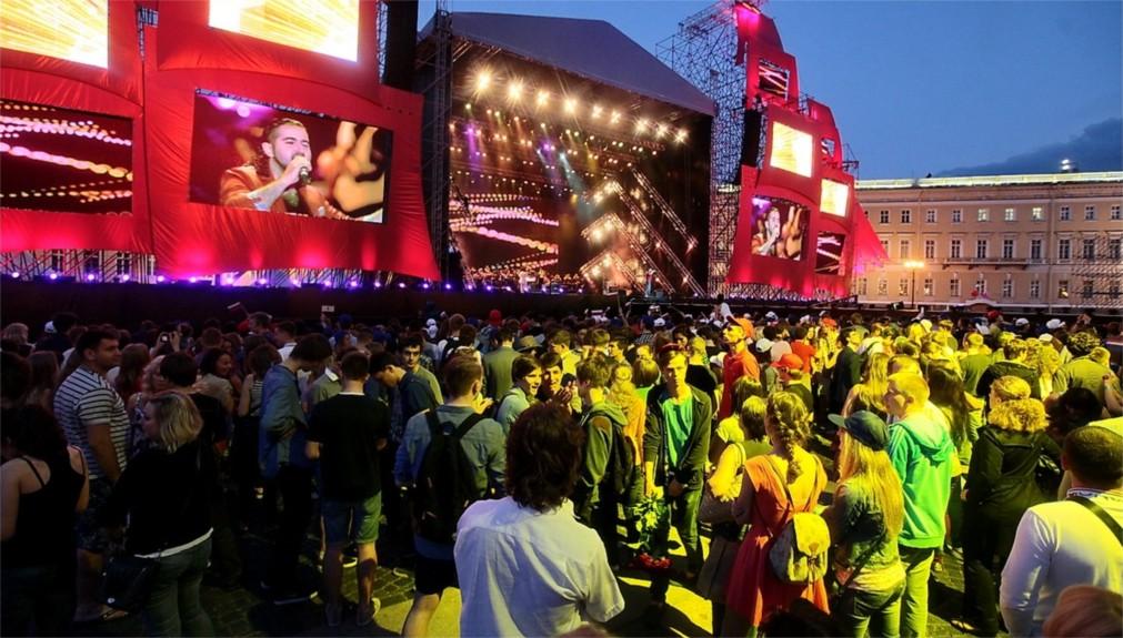 Фестиваль «Алые паруса» в Санкт-Петербурге http://travelcalendar.ru/wp-content/uploads/2015/12/Festival-Alye-parusa-v-Sankt-Piterburge_glavn3.jpg
