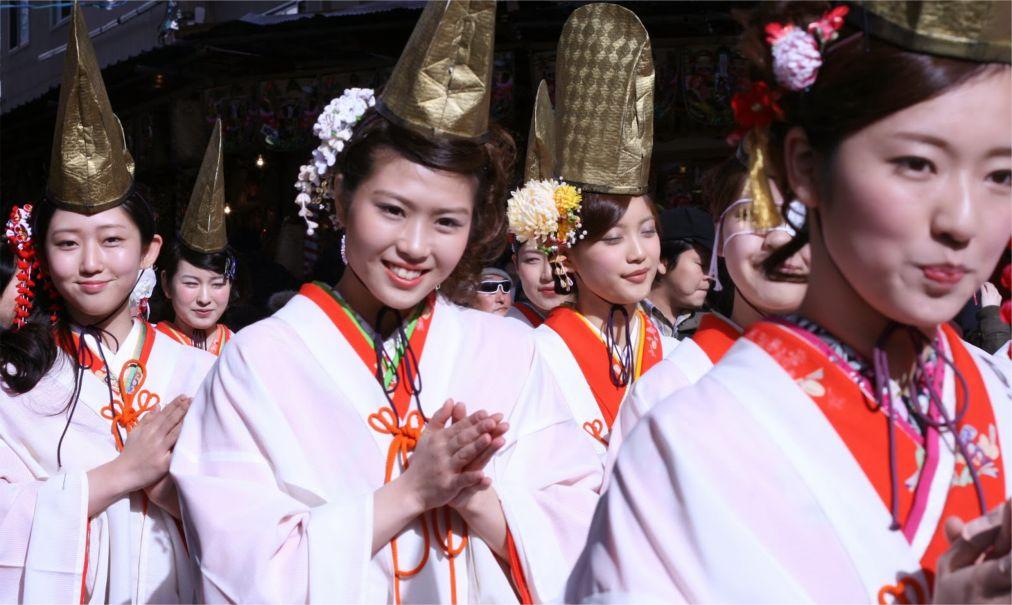 Фестиваль Тока Эбису в Осаке http://travelcalendar.ru/wp-content/uploads/2015/12/Festival-Toka-Ebisu-v-Osake_glav3.jpg
