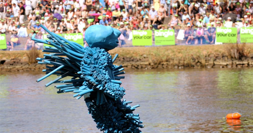 Фестиваль людей-птиц в Англии http://travelcalendar.ru/wp-content/uploads/2015/12/Festival-lyudej-ptits-v-Anglii_glav3.jpg